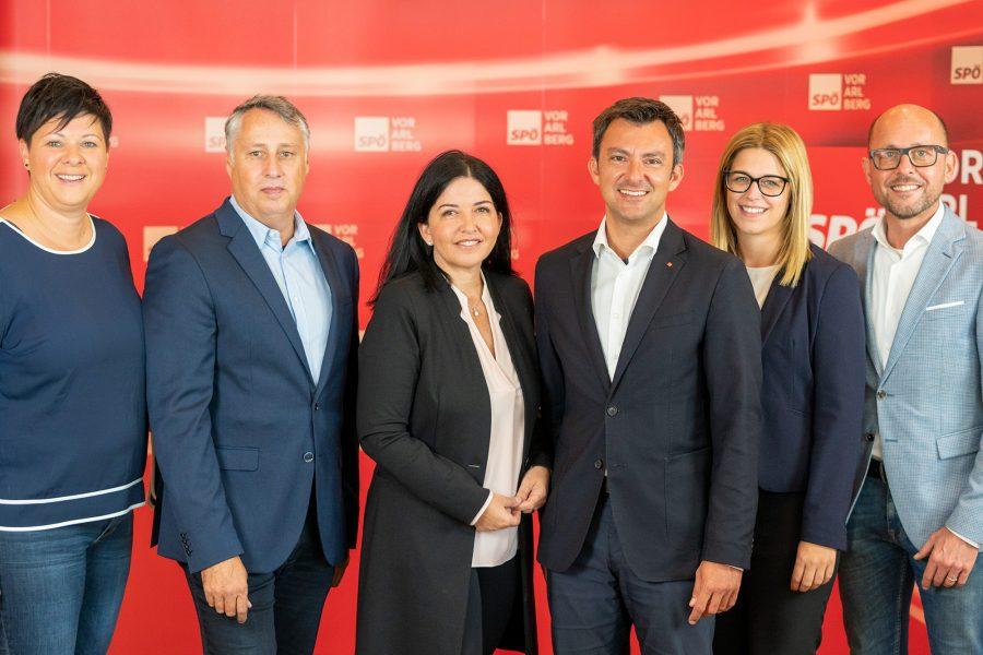 Die SPÖ-Landtagskandidaten Elke Zimmermann, Thomas Hopfner, Manuela Auer, Martin Staudinger, Jeannette Greiter und Michael Ritsch.